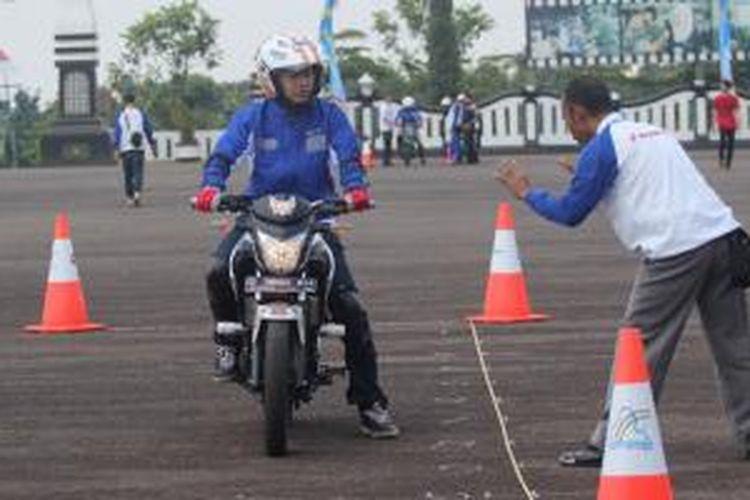 Pelatihan keselamatan berkendara untuk jurnalis diadakan PT Daya Adicipta Mustika.