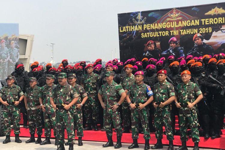 Panglima TNI Marsekal Hadi Tjahjanto saat memberikan keterangan pers di daerah Jakarta Utara, Selasa (9/4/2019).