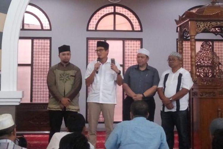 Calon wakil gubernur DKI Jakarta, Sandiaga Uno saat memberi pelatihan ekonomi syariah di Masjid Fatahillah Tanah Abang, Jakarta Pusat, Kamis (9/3/2017).