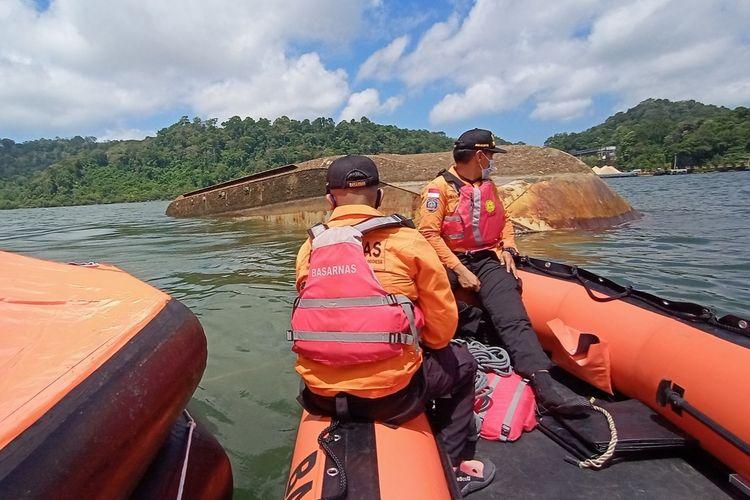 Kapal Pengayoman IV tenggelam di perairan Cilacap, Jawa Tengah, Jumat (17/9/2021).