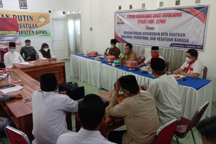 Ketua Majelis Ulama Indonesia (MUI) Kabupaten Gowa, Sulawesi Selatan menggelar rapat bersama pemuka agama terkait kasus dugaan praktik ilmu hitan yang mengorbankan mata seorang bocah. Selasa, (7/9/2011).