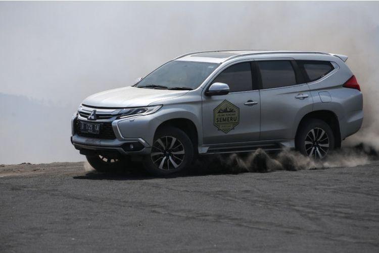 Mitsubishi Pajero Sport menari di atas lautan pasir Bromo (Dok. Kompas.com/Kristianto P)