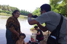 Krisis Air Bersih, Warga Borong Terpaksa Mandi dan Cuci Baju di Kali Wae Bobo