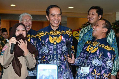 Kunjungan ke Jatim, Jokowi Bagi-bagi Bantuan Sosial dan Temui Ulama