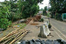 Turap Ambles di Villa Pamulang Belum Diperbaiki, Pengendara Takut Melintas