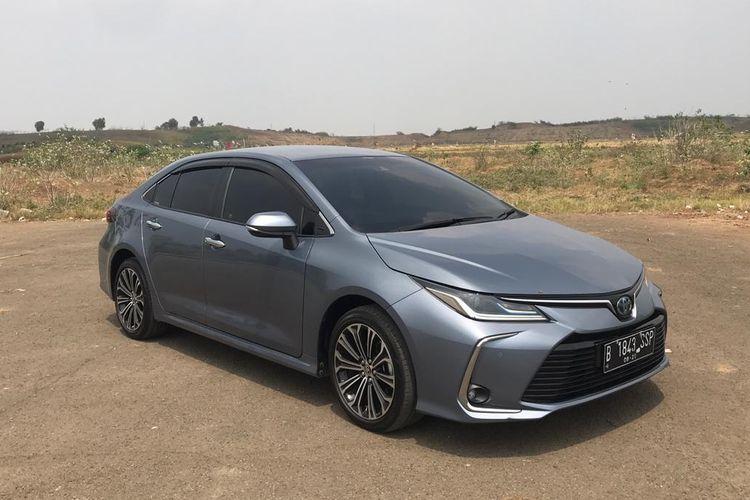 Test Drive Toyota Corolla Altis Hybrid
