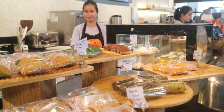 Kue-kue lokal yang disajikan di gerai MAXX Corner, Plaza Semanggi Jakarta.