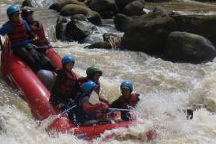 Tim ekspedisi Mapala UI itu akan melakukan pengarungan jeram di Ae Dikit pada 8-13 Februari 2015. Sementara tim darat, selain menjadi tim pendukung pengarungan, akan melangsungkan pendokumentasian sungai pada 1-6 Februari 2015 nanti