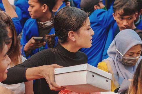 Aksi Awkarin Terjun ke Tengah Demo Mahasiswa di Gedung DPR