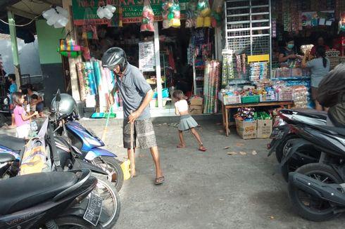 17 Warga Dihukum Sapu Halaman Pasar gara-gara Tak Pakai Masker