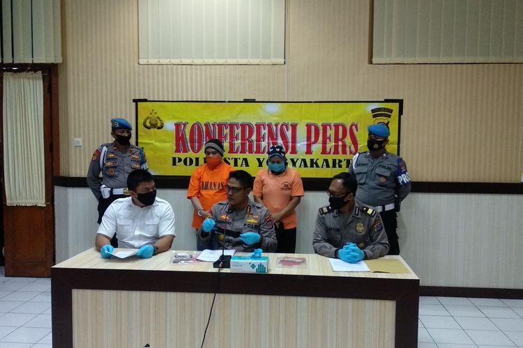 Kombes Sudjarwoko (Tengah) saat jumpa pers di Mapolresta Yogyakarta, Senin (20/7/2020)