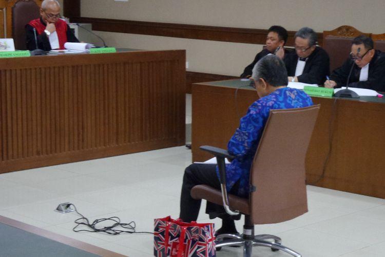 Gubernur Sulawesi Tenggara Nur Alam menjadi terdakwa di Pengadilan Tipikor Jakarta, Senin (20/11/2017).