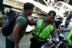 Viral Anggota Polisi Gulat dengan Pria Berbadan Kekar