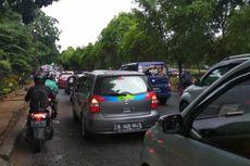 Gerimis, Jalan Menuju Taman Marga Satwa Ragunan Macet