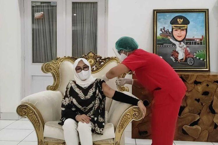 Bupati Grobogan Akhirnya Divaksin, Sempat Tertunda karena Tensi Darah Tinggi