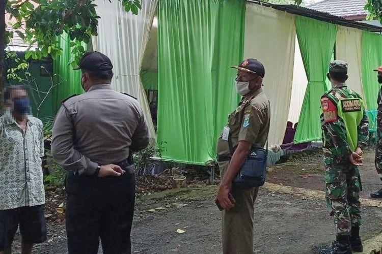 Satuan Petugas (Satgas) Covid-19 Purbalingga, Jawa Tengah membubarkan dua acara hajatan di wilayah Kecamatan Bobotsari, Jumat (15/1/2021).