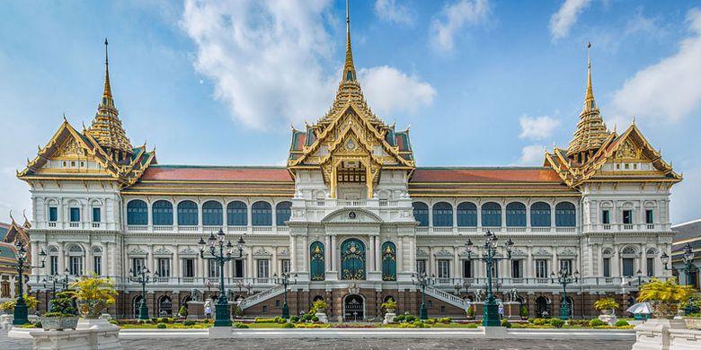 Grand Palace yang megah di Bangkok, Thailand.
