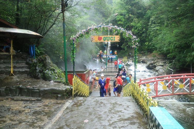 Kawasan wisata pemandian air panas di Guci, Tegal, Jawa Tengah.