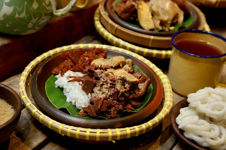 When planning a trip to Indonesia?s Central Java island, be sure to include trying the best Yogyakarta food of ?gudeg? that is famous in the region.