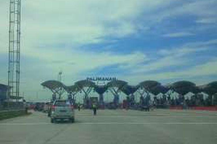 Gerbang Tol Palimanan. Gambar diambil pada Kamis, (16/6/2016).