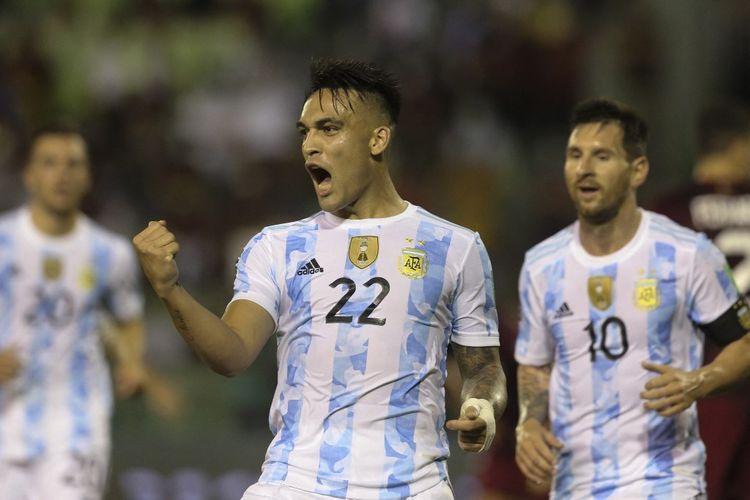 Lautaro Martinez melakukan selebrasi setelah mencetak gol pada pertandingan Venezuela vs Argentina di Kualifikasi Piala Dunia 2022 Zona Conmebol di Estadio Olímpico, Jumat (3/9/2021) pagi WIB.