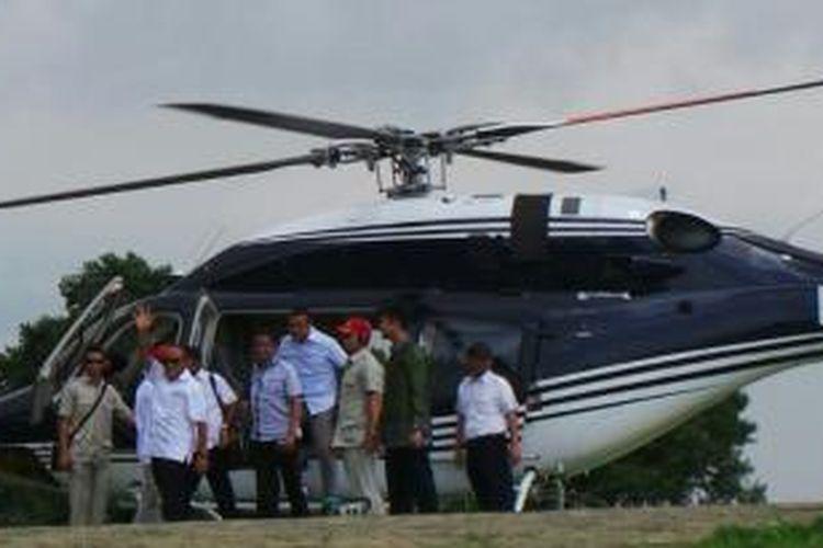 Bakal capres Golkar Aburizal Bakrie menemui bakal capres Gerindra Prabowo Subianto di kediaman Prabowo di Desa Bojong Koneng, Hambalang, Bogor, Jawa Barat, Senin (5/5/2014).