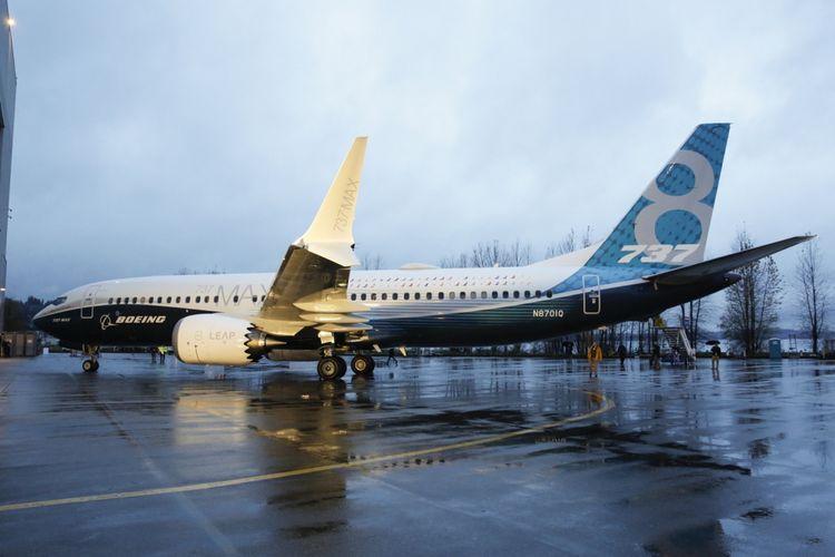 Pesawat generasi terbaru Boeing 737 MAX 8 parkir di tarmac pabrik pesawat Boeing di Renton, Washington, Amerika Serikat, 8 Desember 2015. Pesawat ini merupakan seri terbaru dan populer dengan fitur mesin hemat bahan bakar dan desain sayap yang diperbaharui.
