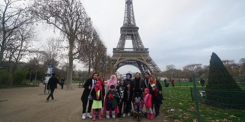 Keluarga Gen Halilintar tengah traveling ke Menara Eifell, Perancis baru-baru ini