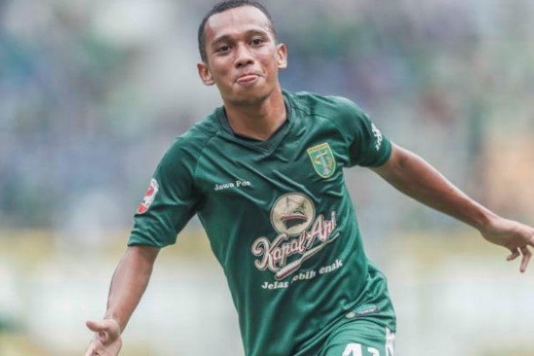 Penyerang Irfan Jaya mencetak dua gol dari kemenangan Persebaya dengan skor 3-1 atas Martapura FC pada semifinal Liga 2 musim 2017 di Stadion GBLA, Kota Bandung, Sabtu (25/11/2017) sore.