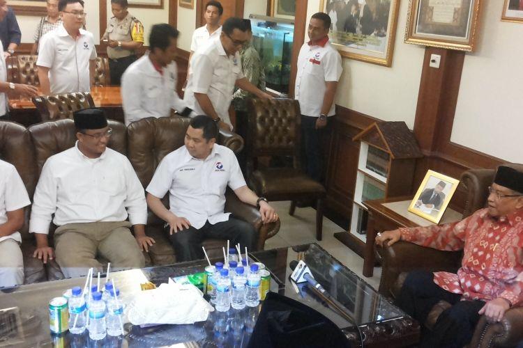 Pasangan calon gubernur dan calon wakil gubernur nomor pemilihan tiga Anies Baswedan dan Sandiaga Uno saat menemui Ketua Umum PB Nahdlatul Ulama Said Aqil Siradj di Kantor PBNU, Jalan Kramat Raya, Jakarta Pusat, Selasa (14/3/2017).