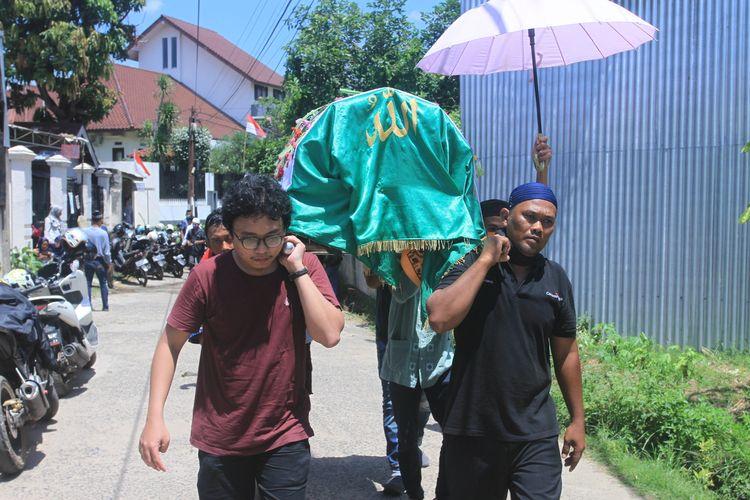 Jenazah M (17) gadis ABG yang ditemukan tewas di Sungai Musi Palembang saat hendak dimakamkan, Senin (24/8/2020).