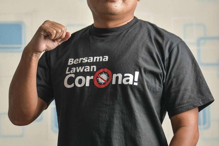 Arif Rahman Hakim (50) berpose di kediamannya di Bekasi, Jawa Barat. Pasien 01 Kota Bekasi tersebut menjalani perawatan di RS Mitra Keluarga, Bekasi Timur, sejak (10/3/2020) hingga (30/3/2020) dan dinyatakan negatif setelah dua kali tes swab.