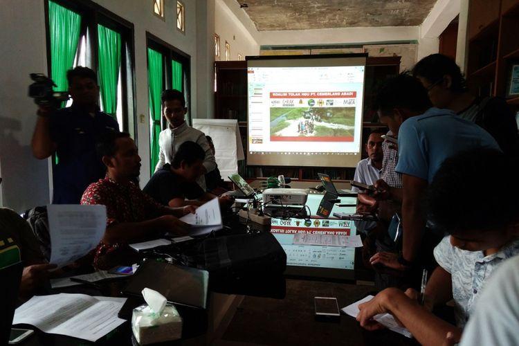 Koalisi aktivis lingkungan di Aceh mempolisikan PT Cemerlang Abadi atas dugaan melakukan tindakan kejahatan lingkungan di Aceh. Satu di antaranya PT Cemerlang Ababdi dituding masih beroperasi padahal masa berlaku HGU-nya sudah habis.
