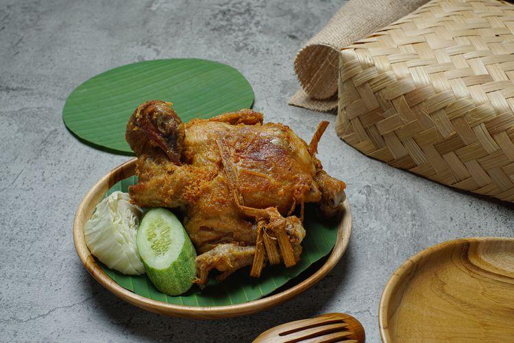 Ilustrasi ayam ingkung. Ayam yang digoreng utuh.