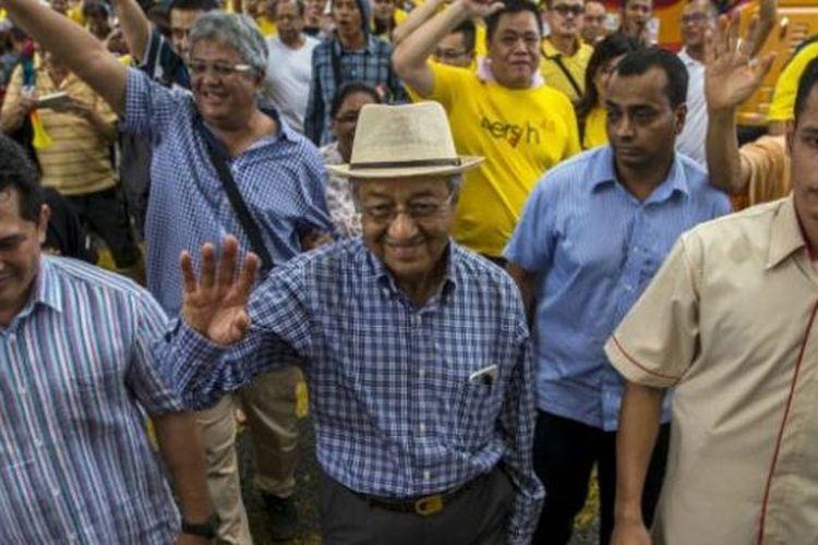 Saat berpidato di hadapan para pengunjuk rasa di Kuala Lumpur, 30 Agustus lalu, Mahathir menyerukan pencopotan Perdana Menteri Najib Razak.