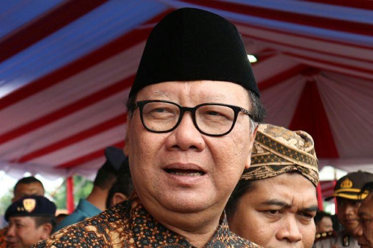 Menteri Dalam Negeri Tjahyo Kumolo mewakili Presiden Joko Widodo membuka acara peringatan hari Nusantara 2017 yang digelar di Dermaga Muara Jati, Cirebon, Jawa Barat, Rabu (13/12/2017).