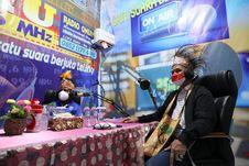 Kunjungi Radio Lokal di Jayapura, Ganjar: Ayo Gairahkan Radio dengan Kreativitas dan Inovasi