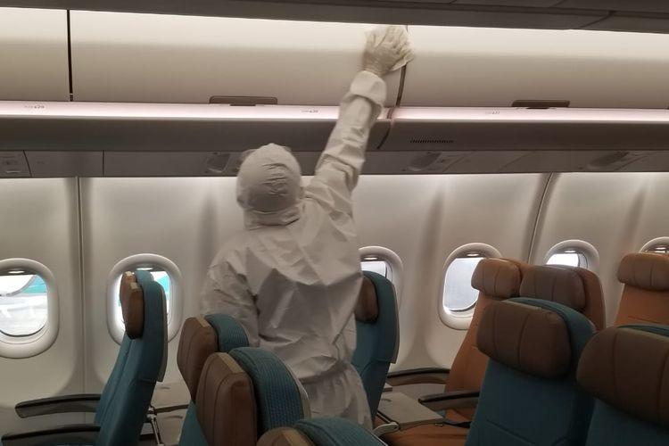 Proses sterilisasi pesawat oleh GMF Bandara Soekarno-Hatta, Jumat (6/3/2020)