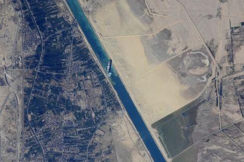 Bulan Purnama Bantu Bebaskan Kapal Raksasa di Terusan Suez, Kok Bisa?