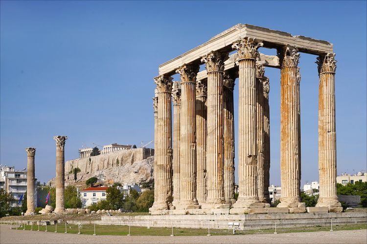 Temple of Olympian Zeuz, salah satu peninggalan Peradaban Yunani Kuno.