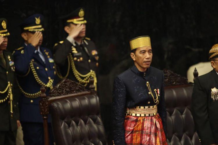 Presiden Joko Widodo dan Wakil Presiden Jusuf Kalla saat hadir dalam sidang tahunan Majelis Permusyawaratan Rakyat Republik Indonesia Tahun 2017di Kompleks Parlemen, Senayan, Jakarta, Rabu (16/8/2017).