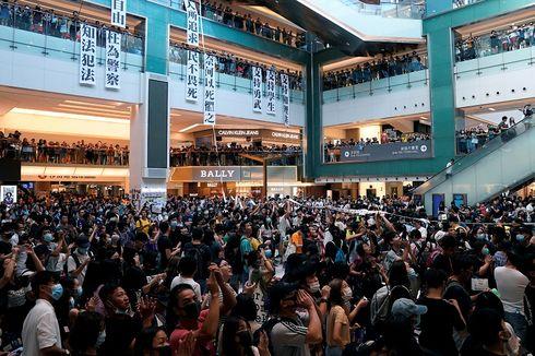 Jurnalis Indonesia Terkena Pantulan Peluru Karet Saat Liput Demo di Hong Kong