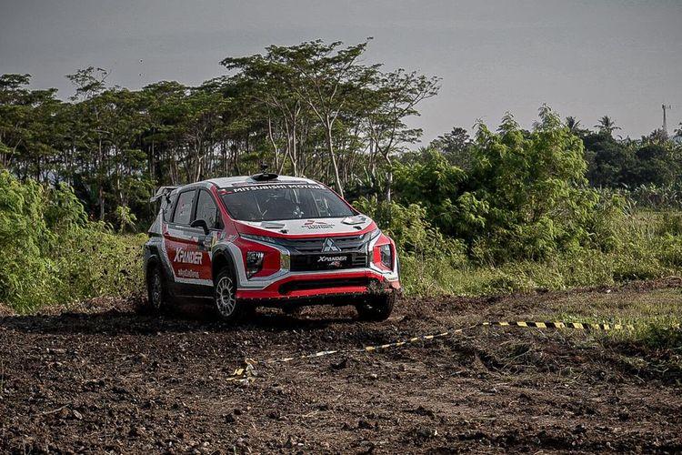 Mitsubishi Xpander AP4 di arena rally nasional Fortuna Nusantara Tropical Sprint Rally 2021.