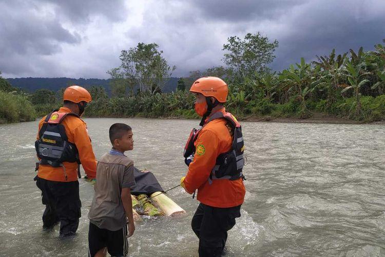 Tim SAR Gabungan berhasil menemukan 1 korban hanyut kondisi meninggal dunia, korban ditemukan sejauh 15 km dari lokasi kejadian, 2 warga Nias Selatan, Sumatera Utara, yang di kabarkan hilang terseret arus Sungai Susua, Kecamatan Susua, Kabupaten Nias Selatan, Sumatera Utara.
