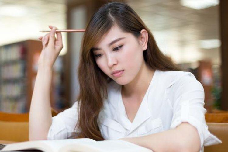 Ilustrasi mahasiswa mengerjakan tugas dengan laptop