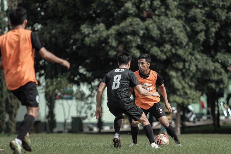 Skuad PS Sleman berlatih perdana di Bandung, Sabtu (13/3/2021) menjelang turnamen Piala Menpora 2021.   Turnamen Piala Menpora berlangsung mulai Minggu (21/3/2021) hingga Minggu (25/4/2021)
