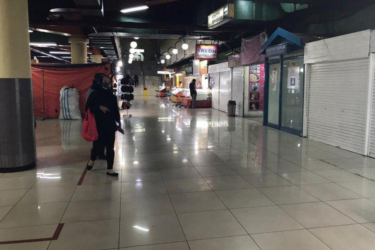 Suasana lobi Blok M Mall dekat Terminal Blok M Mall pada Rabu (4/11/2020) sore. Blok M Mall disebut pedagang telah mati dan tak sejaya tahun 1990-2000an.