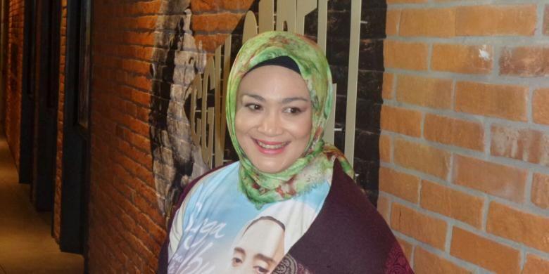 Dewi Hughes hadir dalam jumpa pers film Surga di Telapak Kaki Ibu, di CGV Blitz Megaplex, Grand Indonesia, Thamrin, Jakarta Pusat, Senin (21/11/2016).