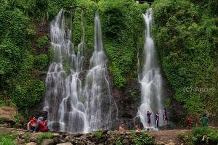 Air Terjun Kembar Kampung Anyar di Dusun Kampunganyar, Desa Taman Suruh, Kecamatan Glagah, Kabupaten Banyuwangi, Jawa Timur.