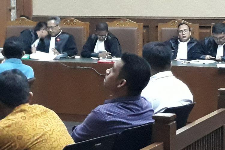 Edwin (tengah) pengusaha jasa konstruksi di Kutai Kartanegara saat bersaksi di Pengadilan Tipikor Jakarta, Rabu (11/4/2018).